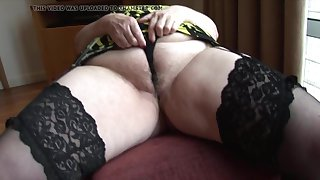 Curvy mature granny with big round tuchis and hairy pussy