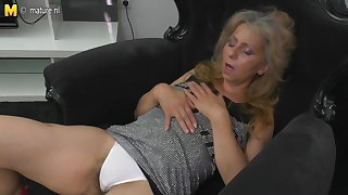 Mature mummy masturbating watching xHamster
