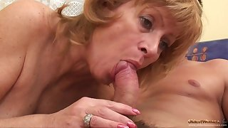 Hairy Mammy I´d Like To Fuck Babe Gets A Sweet Cocking - granny